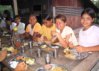 The FLOW children's mealtime.They have three meals per day.
